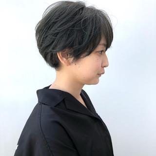 ショートボブ カーキ ナチュラル ショート ヘアスタイルや髪型の写真・画像