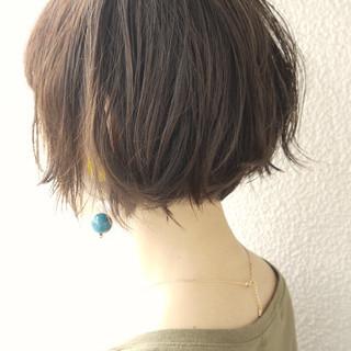 アッシュグレー デート オリーブアッシュ 大人かわいい ヘアスタイルや髪型の写真・画像