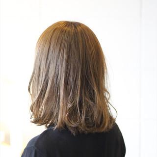 ミディアム グレージュ ナチュラル 透明感 ヘアスタイルや髪型の写真・画像