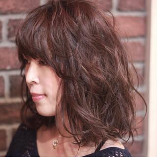 斜め前髪 外ハネ ミディアム 色気 ヘアスタイルや髪型の写真・画像 ヘアスタイルや髪型の写真・画像