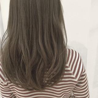 グレージュ 透明感 大人かわいい フェミニン ヘアスタイルや髪型の写真・画像 ヘアスタイルや髪型の写真・画像