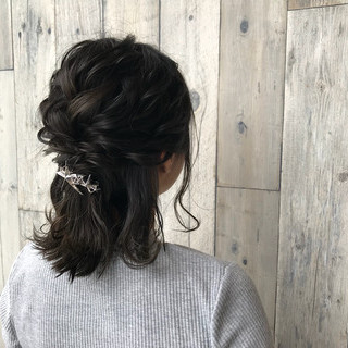 編み込み ヘアアレンジ イルミナカラー ミディアム ヘアスタイルや髪型の写真・画像 ヘアスタイルや髪型の写真・画像