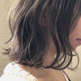くすみカラー ミディアム ナチュラル アンニュイほつれヘア ヘアスタイルや髪型の写真・画像