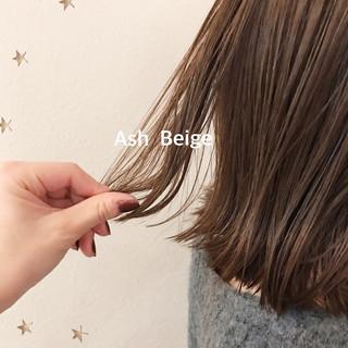 アッシュベージュ ミディアム ナチュラル ゆるナチュラル ヘアスタイルや髪型の写真・画像
