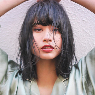 暗髪 大人女子 ダークアッシュ ミディアム ヘアスタイルや髪型の写真・画像