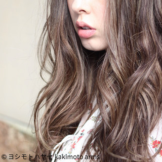 アッシュ セミロング ハイライト 外国人風 ヘアスタイルや髪型の写真・画像