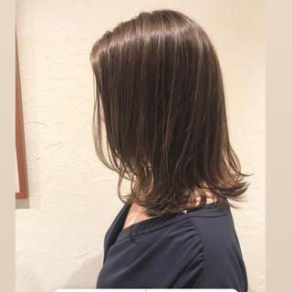 オフィス グレージュ コンサバ ミディアム ヘアスタイルや髪型の写真・画像