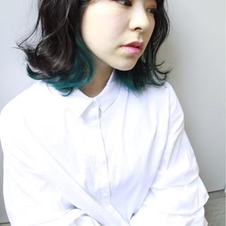 インナーカラー こなれ感 大人女子 ミディアム ヘアスタイルや髪型の写真・画像