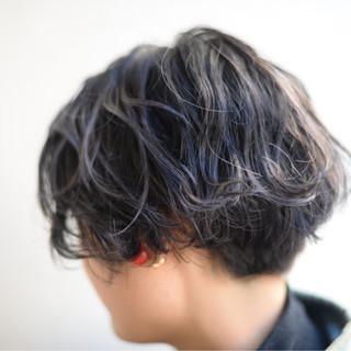 暗髪 外国人風 ブルーアッシュ ショート ヘアスタイルや髪型の写真・画像