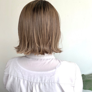 切りっぱなしボブ アッシュベージュ ブラウンベージュ フェミニン ヘアスタイルや髪型の写真・画像