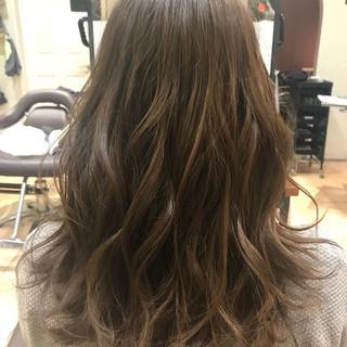 セミロング 外国人風 ウェットヘア 秋 ヘアスタイルや髪型の写真・画像