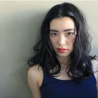 黒髪 ウェットヘア ゆるふわ パーマ ヘアスタイルや髪型の写真・画像