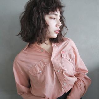 パーマ 外国人風 暗髪 ストリート ヘアスタイルや髪型の写真・画像