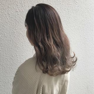 外国人風カラー 上品 エレガント セミロング ヘアスタイルや髪型の写真・画像 ヘアスタイルや髪型の写真・画像