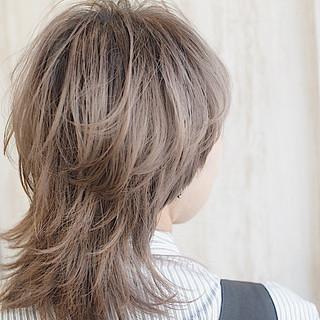 ウルフカット ショート ミルクティーブラウン ナチュラル ヘアスタイルや髪型の写真・画像