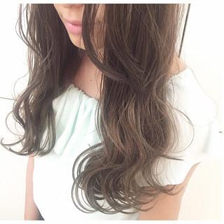 アッシュ ゆるふわ 大人かわいい 外国人風 ヘアスタイルや髪型の写真・画像 ヘアスタイルや髪型の写真・画像