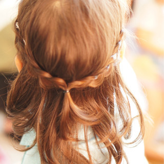 子供 ミディアム ヘアアレンジ ガーリー ヘアスタイルや髪型の写真・画像