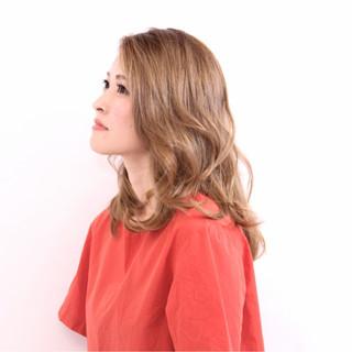 艶髪 セミロング ベージュ ハイトーン ヘアスタイルや髪型の写真・画像