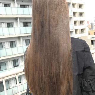 ロング ストレート ナチュラル グレージュ ヘアスタイルや髪型の写真・画像