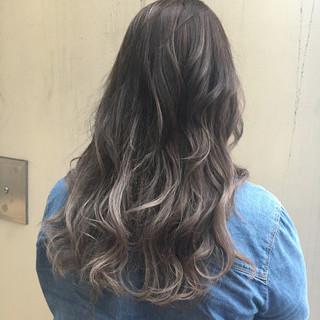 外国人風 ガーリー シルバー グラデーションカラー ヘアスタイルや髪型の写真・画像 ヘアスタイルや髪型の写真・画像