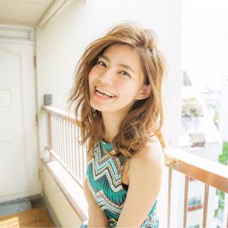レイヤーカット セミロング 外国人風 アッシュ ヘアスタイルや髪型の写真・画像