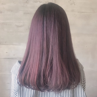 セミロング 赤髪 ピンクバイオレット ワンカールスタイリング ヘアスタイルや髪型の写真・画像