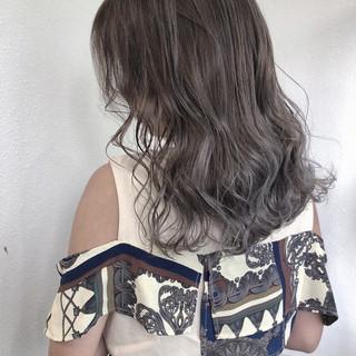 外国人風フェミニン バレイヤージュ ミディアム ナチュラル ヘアスタイルや髪型の写真・画像   GiseL 天神 / GiseL 天神