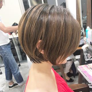 ショート 小顔 こなれ感 大人女子 ヘアスタイルや髪型の写真・画像 ヘアスタイルや髪型の写真・画像