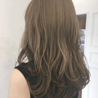 波ウェーブ 大人かわいい ベージュ 大人女子 ヘアスタイルや髪型の写真・画像 ヘアスタイルや髪型の写真・画像