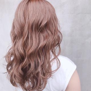 ブラウンベージュ ミルクティーベージュ ベージュ セミロング ヘアスタイルや髪型の写真・画像