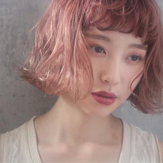 ラベンダーピンク ナチュラル 切りっぱなしボブ ピンクベージュ ヘアスタイルや髪型の写真・画像