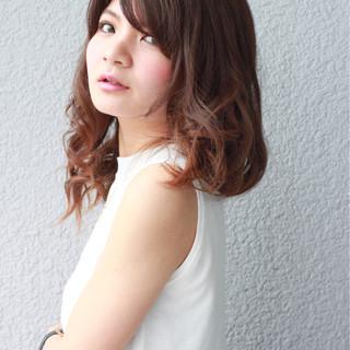大人かわいい 外国人風 セミロング ピュア ヘアスタイルや髪型の写真・画像