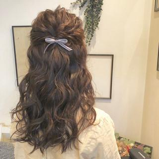 ヘアアレンジ セミロング 外国人風 大人かわいい ヘアスタイルや髪型の写真・画像 ヘアスタイルや髪型の写真・画像