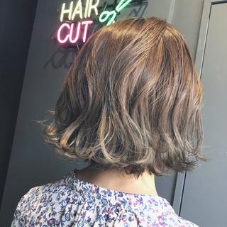 シルバー ボブ oggiotto 透明感カラー ヘアスタイルや髪型の写真・画像