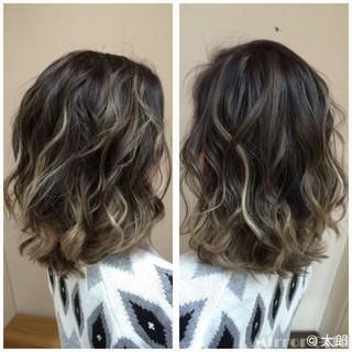 グラデーションカラー ミディアム ストリート バレイヤージュ ヘアスタイルや髪型の写真・画像