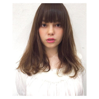 セミロング 前髪あり ナチュラル ストレート ヘアスタイルや髪型の写真・画像