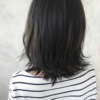 デート ウェーブ ミディアム フェミニン ヘアスタイルや髪型の写真・画像