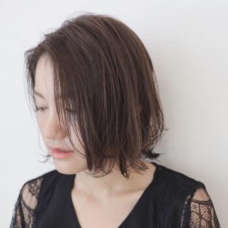 ボブ 外ハネ フェミニン 抜け感 ヘアスタイルや髪型の写真・画像 ヘアスタイルや髪型の写真・画像