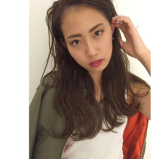 透明感 ウェーブ ハイライト グレージュ ヘアスタイルや髪型の写真・画像