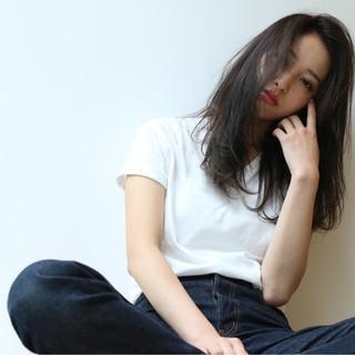 レイヤーカット ゆるふわ 外国人風 アッシュ ヘアスタイルや髪型の写真・画像