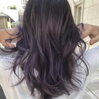 グラデーションカラー ハイライト 波ウェーブ パープル ヘアスタイルや髪型の写真・画像