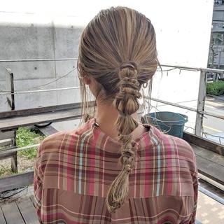 ポニーテール ローライト ハイライト ミルクティーベージュ ヘアスタイルや髪型の写真・画像