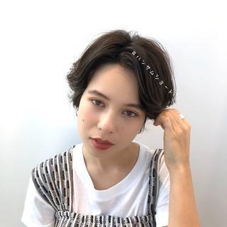 ショート デート アンニュイほつれヘア ナチュラル ヘアスタイルや髪型の写真・画像