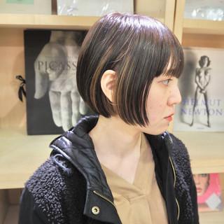 ショートボブ デート 切りっぱなしボブ モード ヘアスタイルや髪型の写真・画像