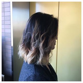 ミディアム グラデーションカラー 大人かわいい ブラウン ヘアスタイルや髪型の写真・画像