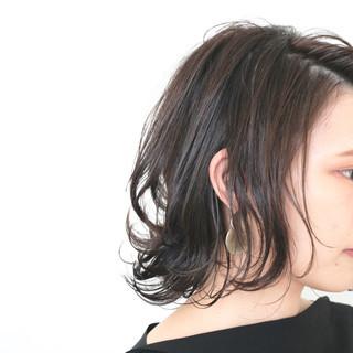 ナチュラル 伸ばしかけ ミディアム 外ハネ ヘアスタイルや髪型の写真・画像