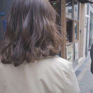 外国人風 イルミナカラー ボブ ミルクティー ヘアスタイルや髪型の写真・画像 ヘアスタイルや髪型の写真・画像