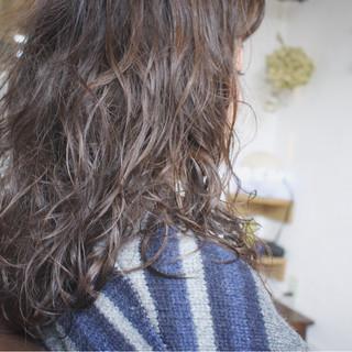 ロング ナチュラル ゆるふわ パーマ ヘアスタイルや髪型の写真・画像