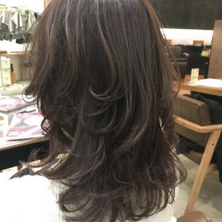 ミディアム グレージュ アッシュ 暗髪 ヘアスタイルや髪型の写真・画像