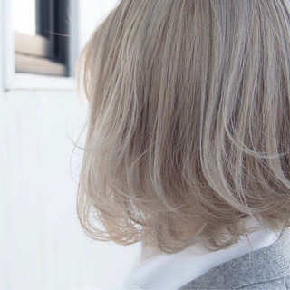 ストリート ホワイトハイライト ホワイトグレージュ ホワイトアッシュ ヘアスタイルや髪型の写真・画像